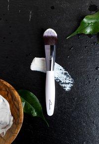 Luvia Cosmetics - MASK BRUSH - Skincare tool - - - 4