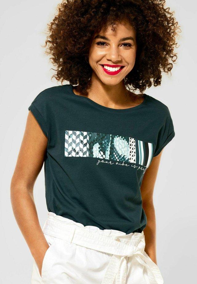 MIT PARTPRINT - Print T-shirt - grün