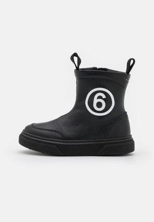 UNISEX - Kotníkové boty - black