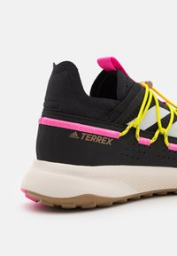 adidas Performance - TERREX VOYAGER 21 H.RDY  - Fjellsko - core black/chalk white/screaming pink - 5