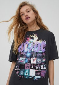 PULL&BEAR - T-shirt con stampa - black - 3