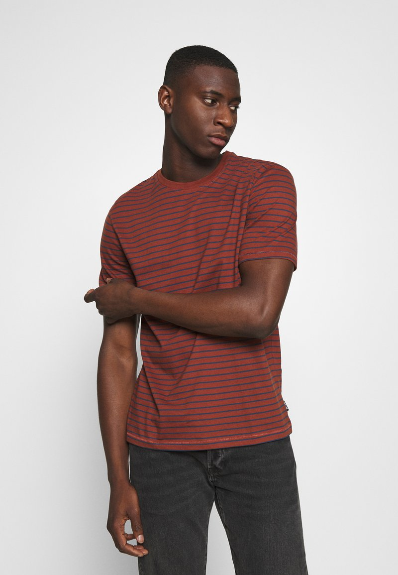 Only & Sons - ONSMICK LIFE STRIPE TEE - Print T-shirt - henna
