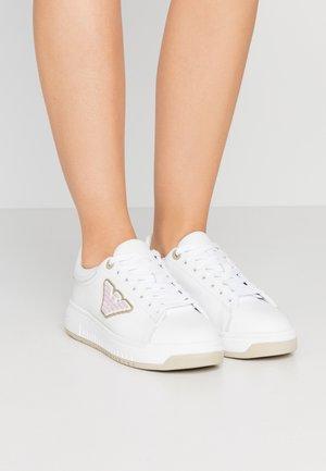 Sneakersy niskie - white/safari