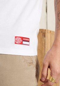 Superdry - Print T-shirt - brilliant white - 2
