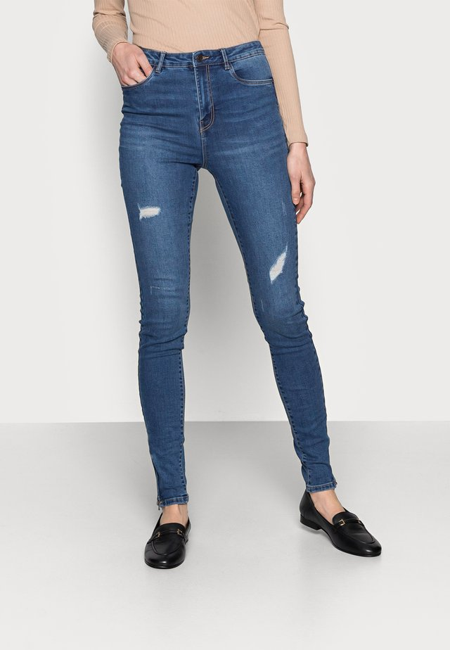 VMSOPHIA SHAPE ZIP - Jeans Skinny Fit - medium blue denim