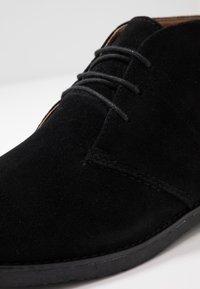 Topman - SPARK CHUKKA - Stringate sportive - black - 5