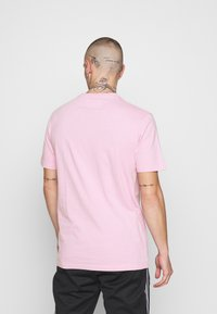 STEREOTYPE - STEREOTYPE DYED T-SHIRT IN PINK ACID WASH - Triko spotiskem - pink - 2