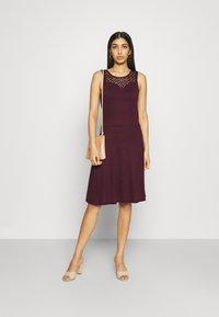 ONLY - ONLNEW NICOLE LIFE DRESS - Sukienka z dżerseju - fig - 1