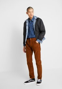 Levi's® - 502™ CARPENTER PANT - Tygbyxor - brown - 1