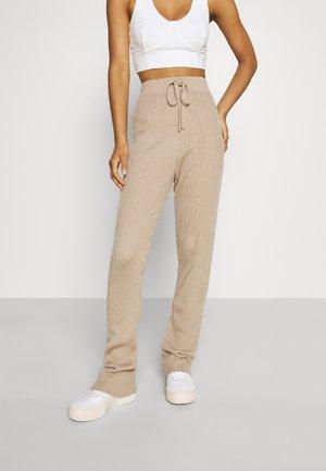 MAKE A MOVE PANTS - Pantalon classique - beige