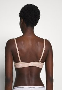 Calvin Klein Underwear - ONE MICRO PLUNGE - Olkaimettomat/muut rintaliivit - honey almond - 2
