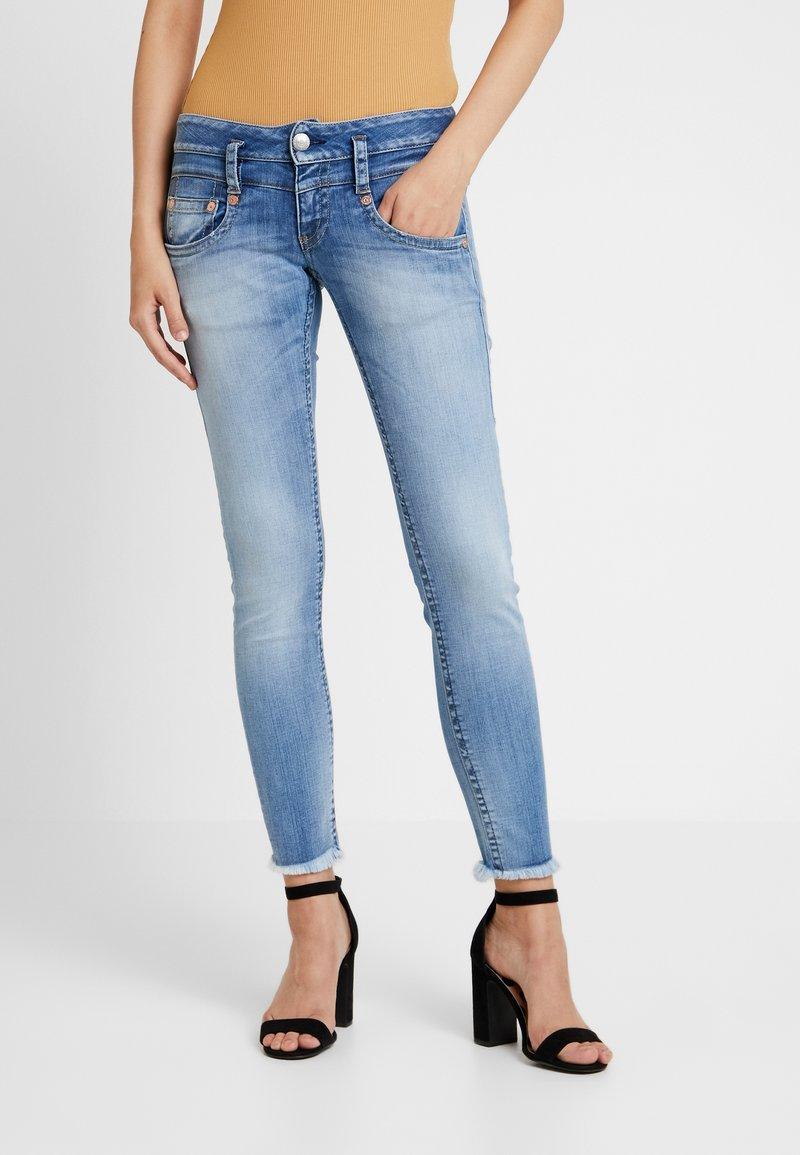 Herrlicher - PITCH SLIM CROPPED - Jeans Slim Fit - navy blue