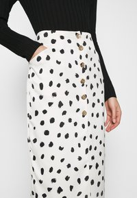 Who What Wear - BUTTON FRONT PENCIL SKIRT - Pencil skirt - cream - 3