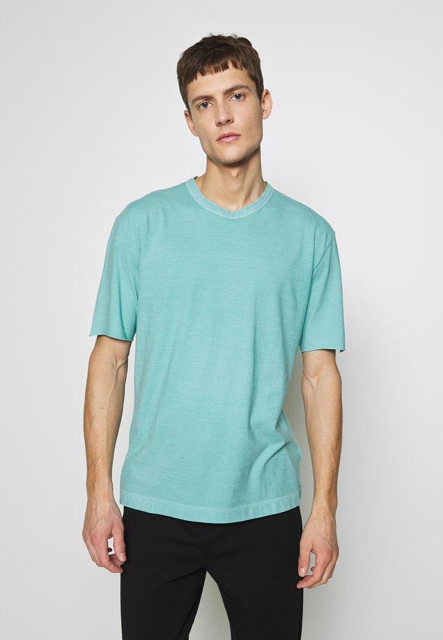 RANIEL - T-shirt basique - türkis