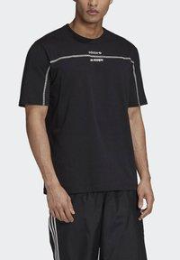 adidas Originals - R.Y.V. T-SHIRT - T-shirts med print - black - 4