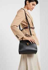 Coccinelle - MARVIN - Handbag - noir - 1