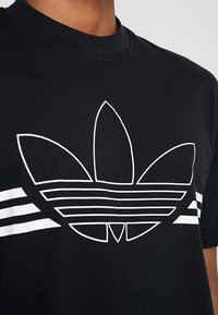 adidas Originals - OUTLIN TEE - Print T-shirt - black - 5
