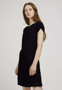 TOM TAILOR DENIM - KLEIDER & JUMPSUITS MINIKLEID MIT LENZING(TM) ECOVERO(TM) - Day dress - deep black - 0