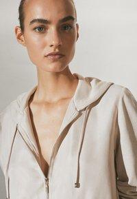 Massimo Dutti - MIT REISSVERSCHLUSS  - Zip-up hoodie - beige - 2