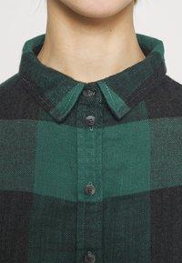 American Eagle - BABYDOLL PLAID - Button-down blouse - green - 5