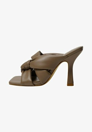 BOSSY - Heeled mules - marron clair/pastel