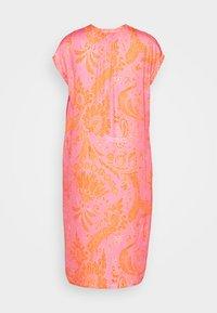 Emily van den Bergh - Kjole - pink/orange - 1