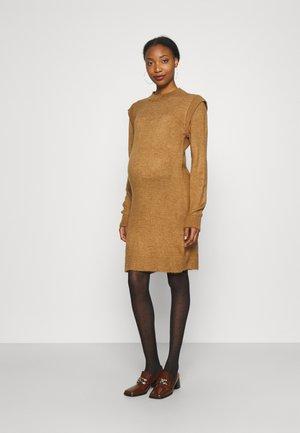 DRESS - Pletené šaty - toasted coconut