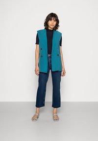 Selected Femme - SLFKATE INKY - Straight leg -farkut - medium blue denim - 1