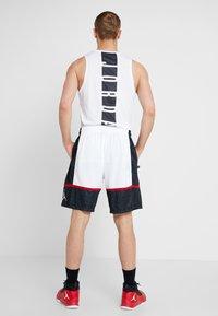 Jordan - JUMPMAN GRAPHIC SHORT - Korte sportsbukser - black/white/gym red - 2