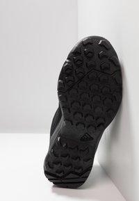 adidas Performance - TERREX EASTRAIL MID GORE-TEX - Fjellsko - carbon/core black/active pink - 4