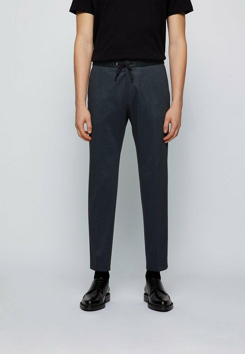 BOSS - Pantaloni eleganti - dark blue