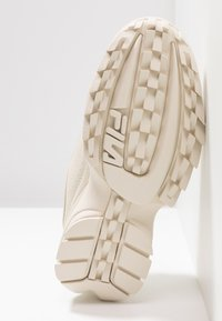 Fila - DISRUPTOR - Sneakersy niskie - antique white - 8