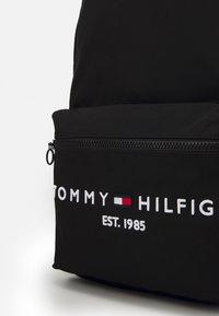 Tommy Hilfiger - ESTABLISHED BACKPACK UNISEX - Tagesrucksack - black - 3