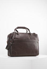 Royal RepubliQ - NANO BIG ZIP - Laptop bag - brown - 0