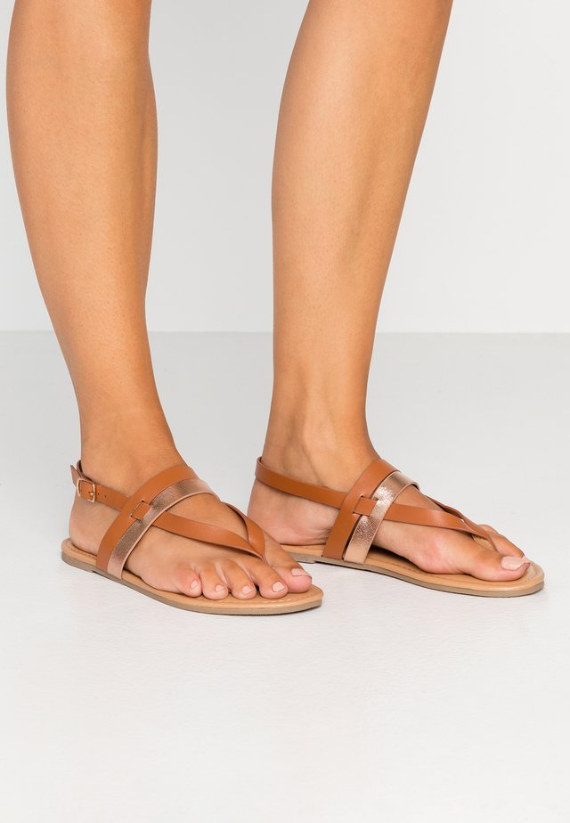 WIDE FIT FUTURE - T-bar sandals - tan/gold
