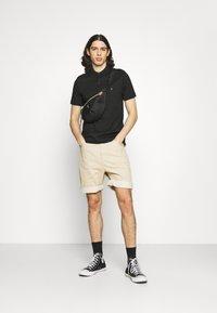 Calvin Klein - LIQUID TOUCH SLIM FIT - Pikeepaita - black - 1