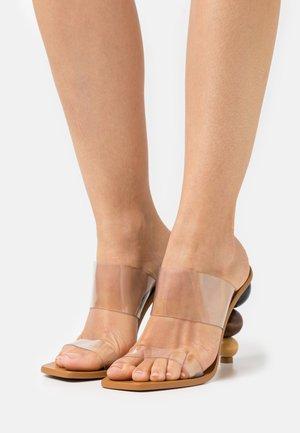 VITA  - Pantofle na podpatku - clear