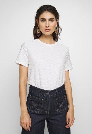 SANNY - T-shirt med print - milk