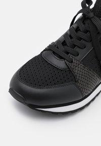 MICHAEL Michael Kors - BILLIE TRAINER - Sneakersy niskie - black - 6