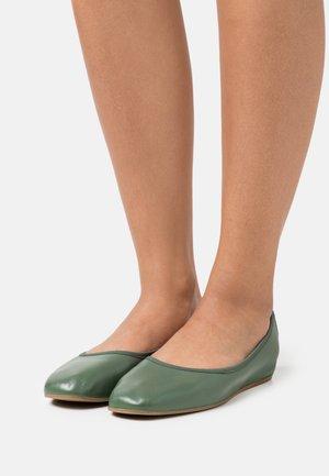 REY FLAT - Baleríny - green emerald
