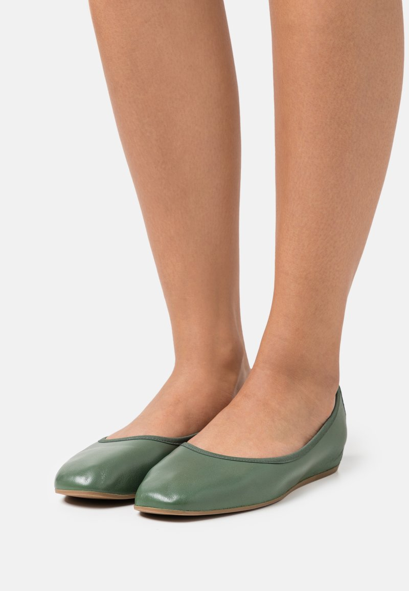 Filippa K - REY FLAT - Baleríny - green emerald