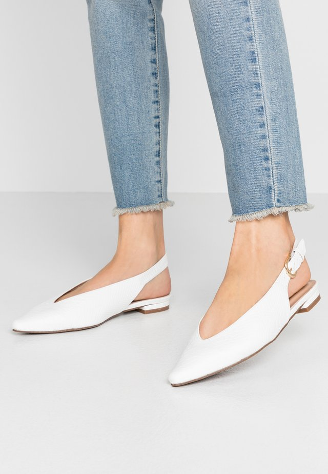 WIDE FIT LULU SLING BACK POINT - Baleríny s otevřenou patou - white
