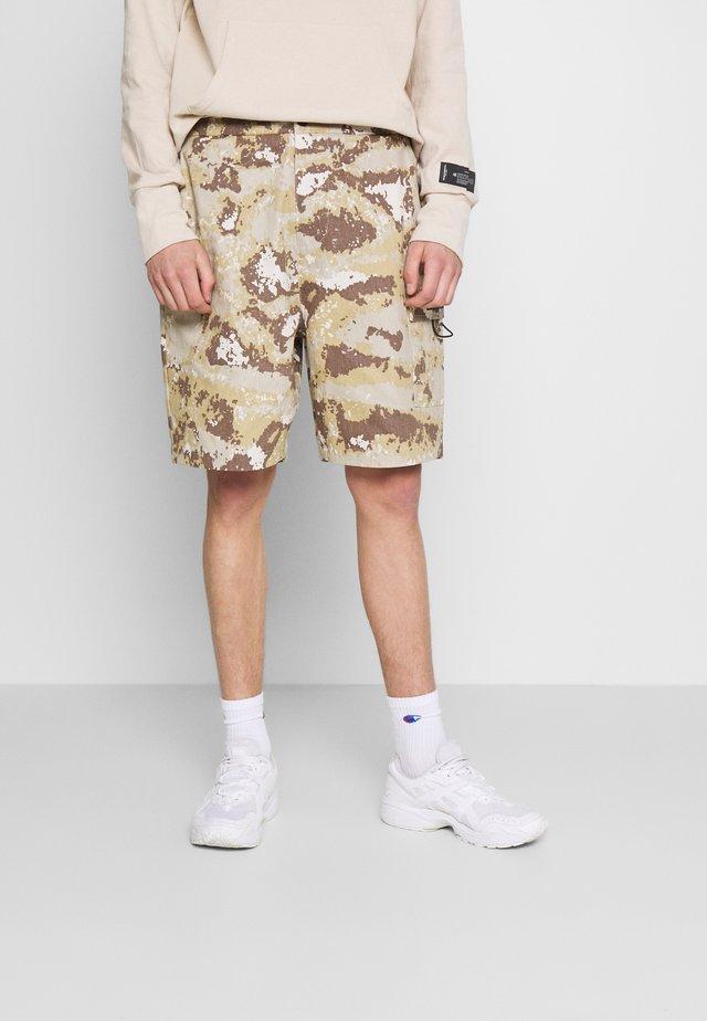 CAMO CARGO - Shorts - beige