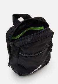 adidas Performance - PARKHOOD UNISEX - Taška spříčným popruhem - black/white - 3