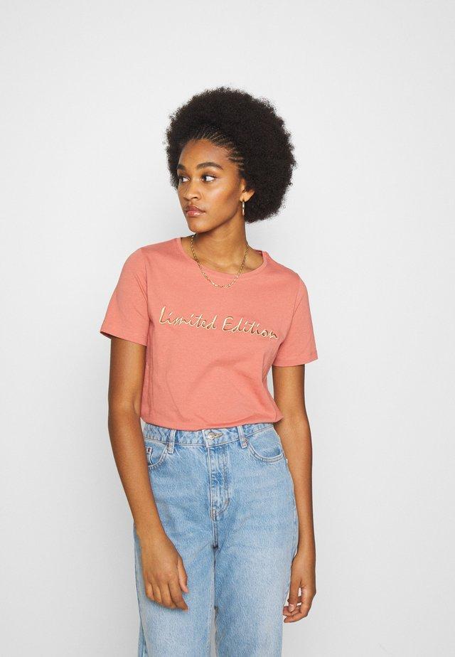 BYPANDINA - Camiseta estampada - canyon rose