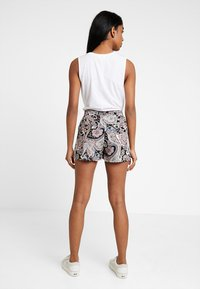ONLY - ONLNOVA - Shorts - black