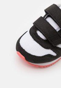 Puma - R78 - Sneakers laag - white/apricot/blush/black - 5