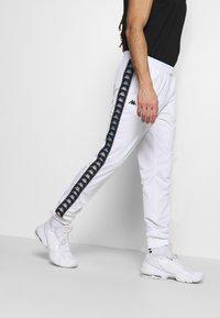 Kappa - INGVALDO - Pantalon de survêtement - bright white - 3