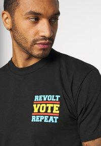 Obey Clothing - REVOLT VOTE REPEAT - Printtipaita - black - 4