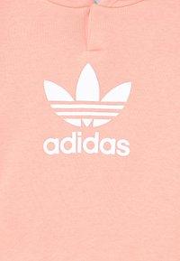 adidas Originals - HOODIE SET UNISEX - Trainingspak - haze coral/white - 3